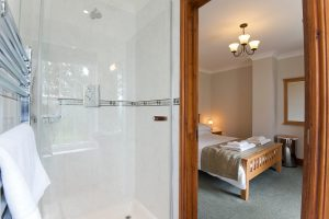 en-suite shower at green acres cottages