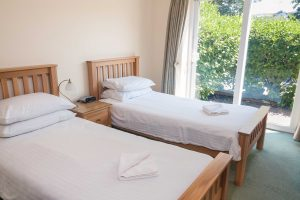 twin bedroom at porth veor villas