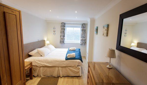 waves double bedroom