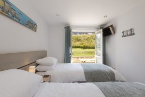 Porth sands twin bedroom with open doors