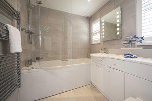Bathroom in Breakers